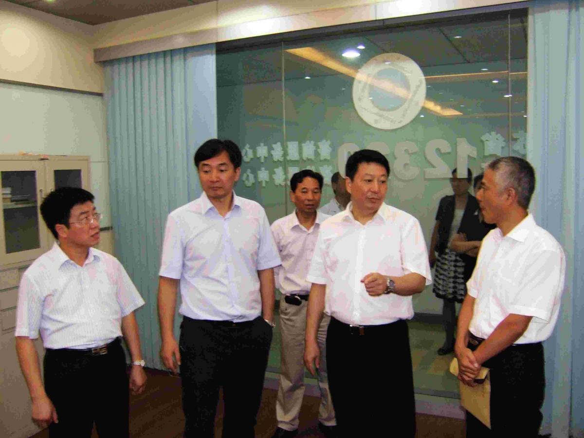 市政法委书记刘志伟视察南京卫生12320咨询服务中心